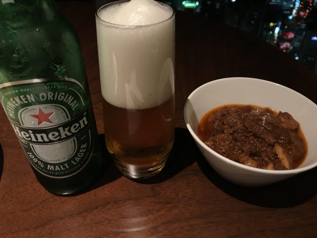 コンラッド大阪のイブニングカクテル:ビールと牛肉