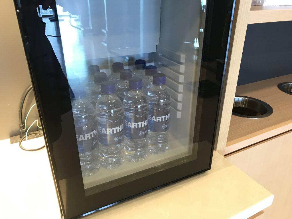 コンラッド大阪のジム:冷蔵庫の水