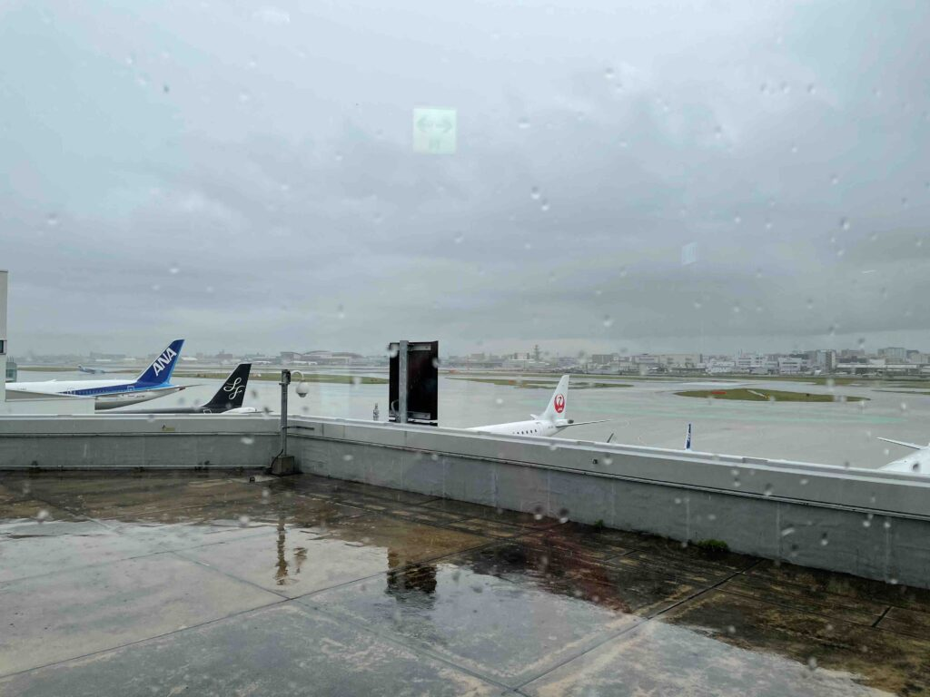 福岡に到着も雨