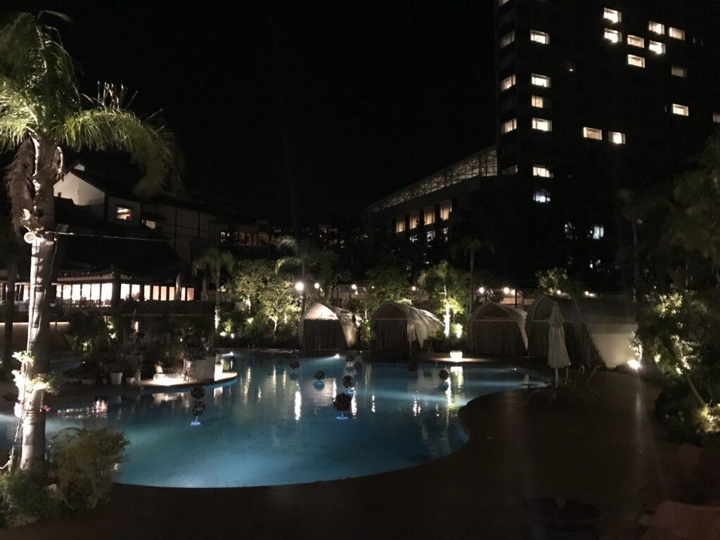 シェラトン宮崎の夜のリビングガーデン